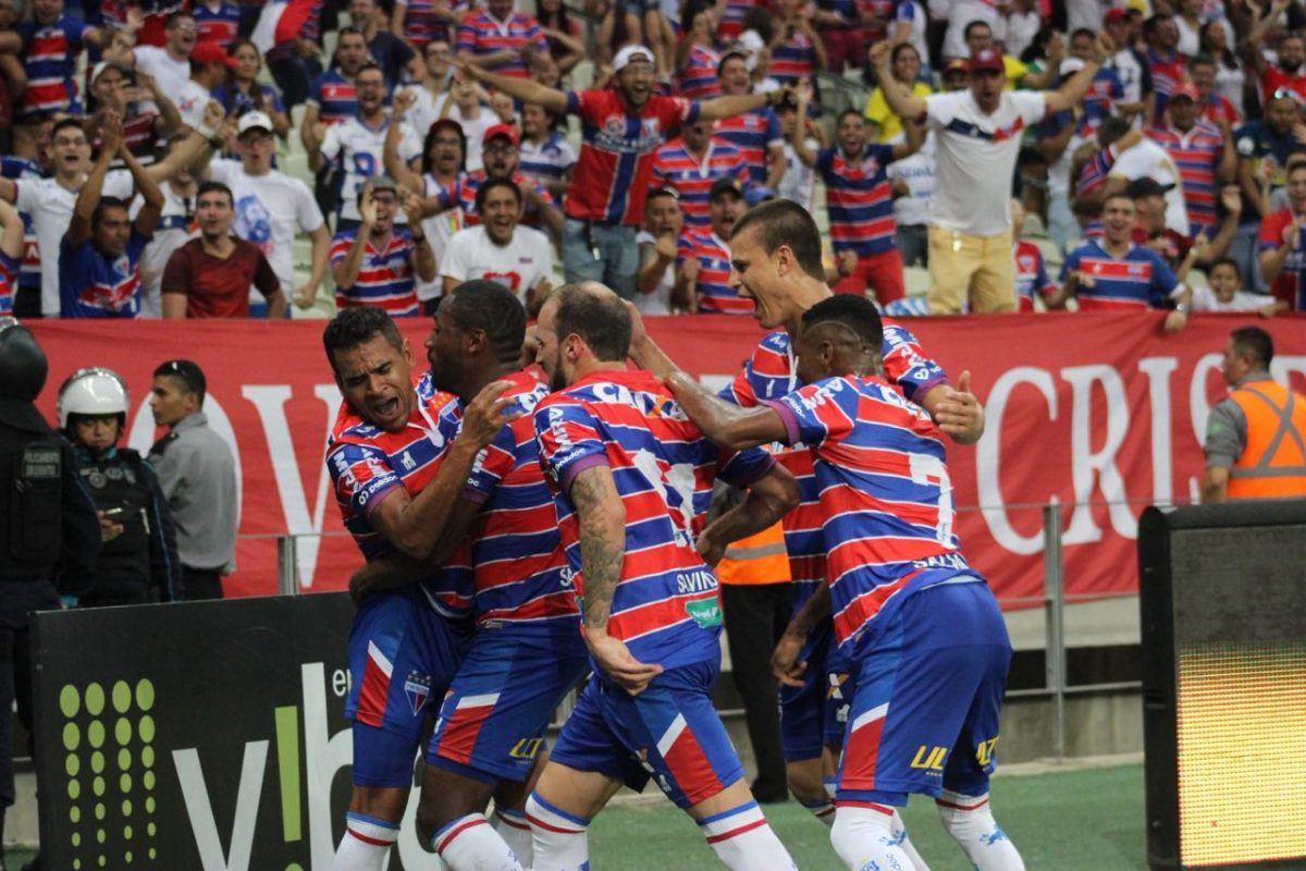 Fortaleza vence Coritiba por 2 a 1 e segue firme na liderança do brasileiro