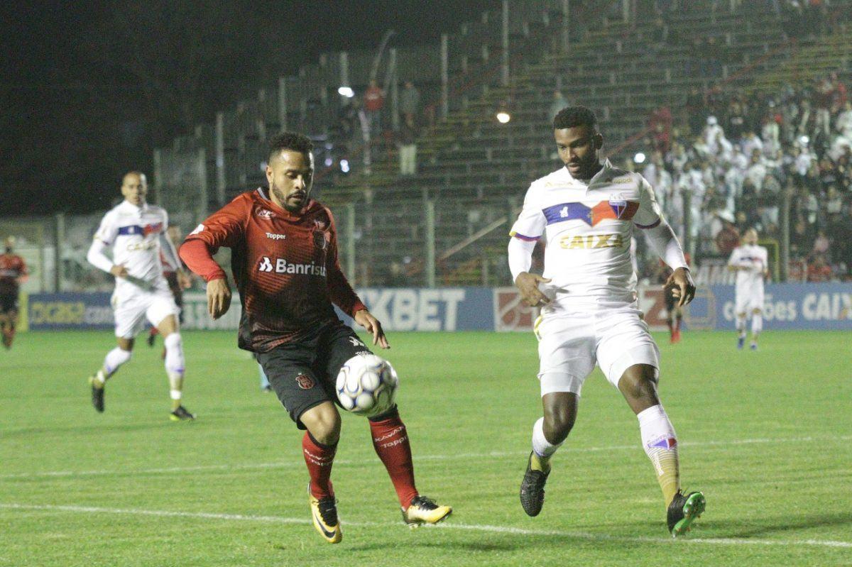 Com golaço de Ligger, Fortaleza derrota Brasil de Pelotas