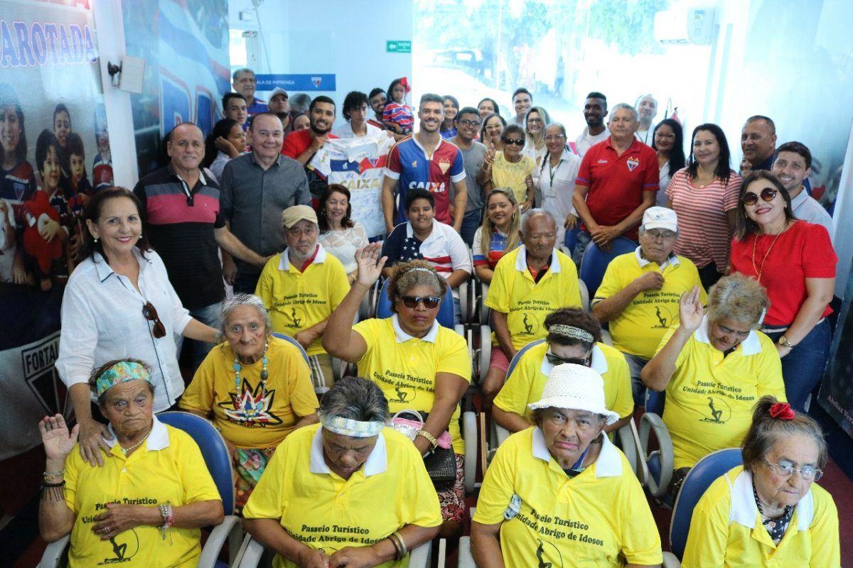 Fortaleza recebe visita de idosos e colaboradores do Abrigo Olavo Bilac.