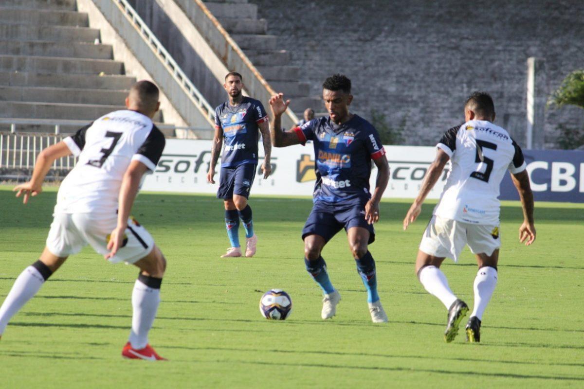 Fortaleza controla partida na Paraíba, mas perde com gol no final