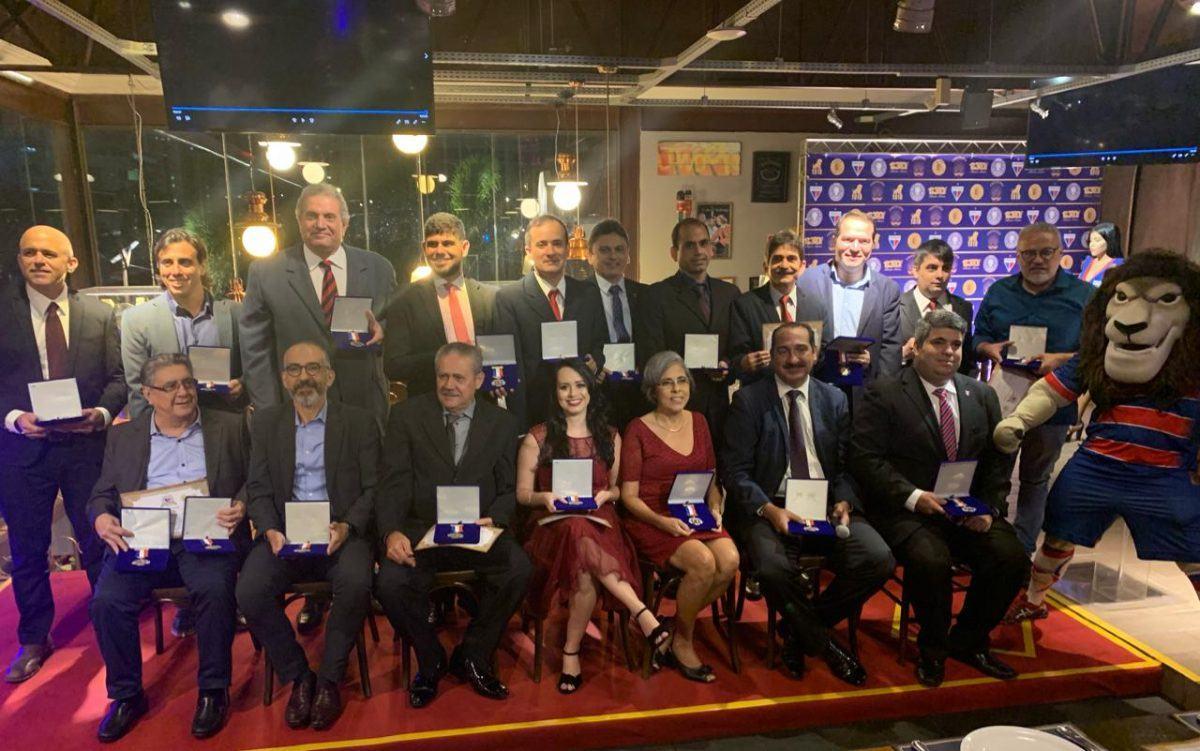 Conselho Deliberativo homenageia integrantes do Movimento Democracia Fortaleza com Medalha Alcides Santos
