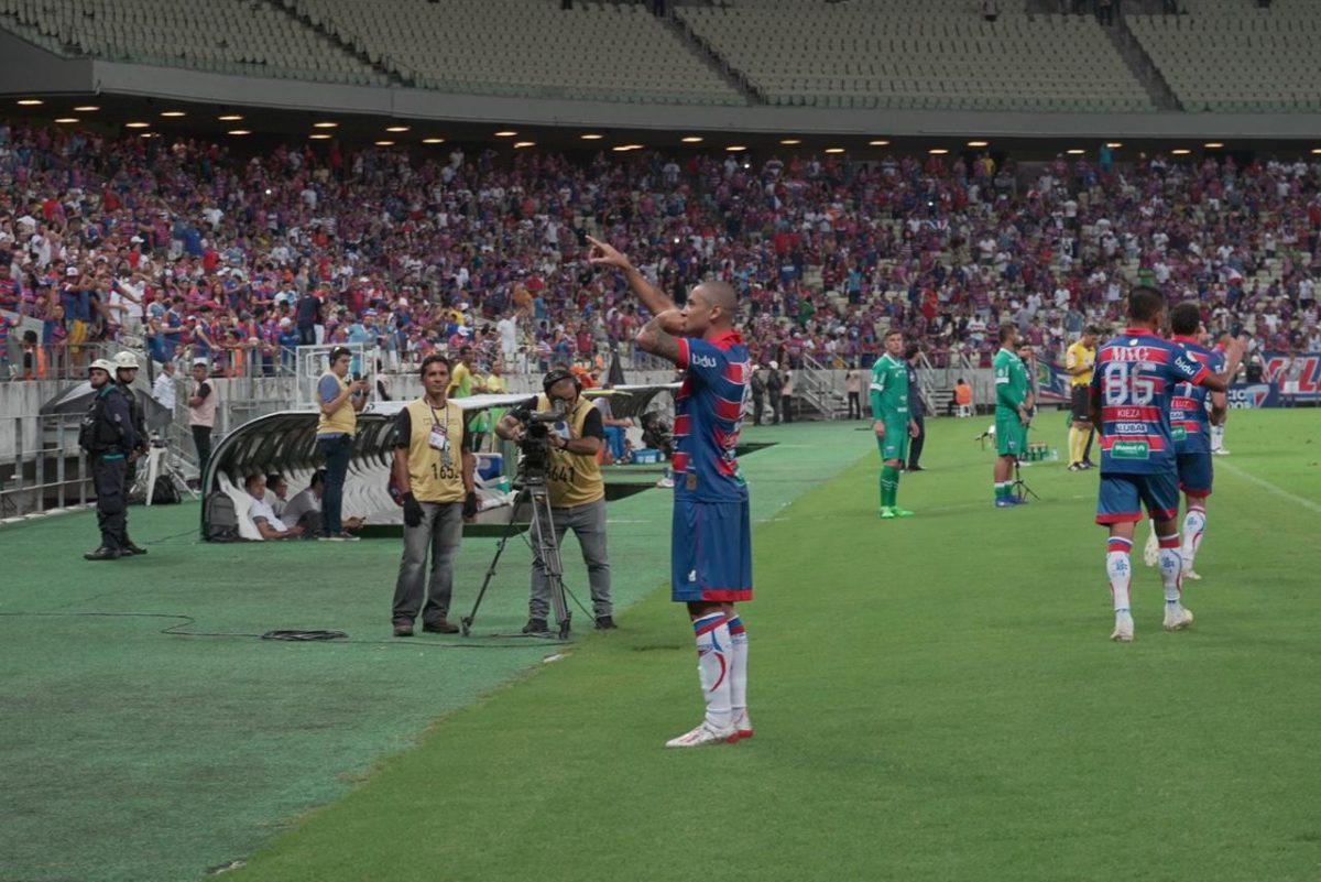 Fortaleza bate o Avaí com gols de Wellington Paulista