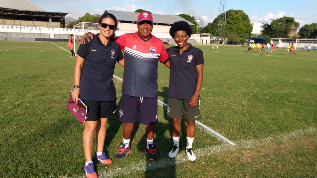 Técnico do futebol feminino do Leão participa do CBF Social