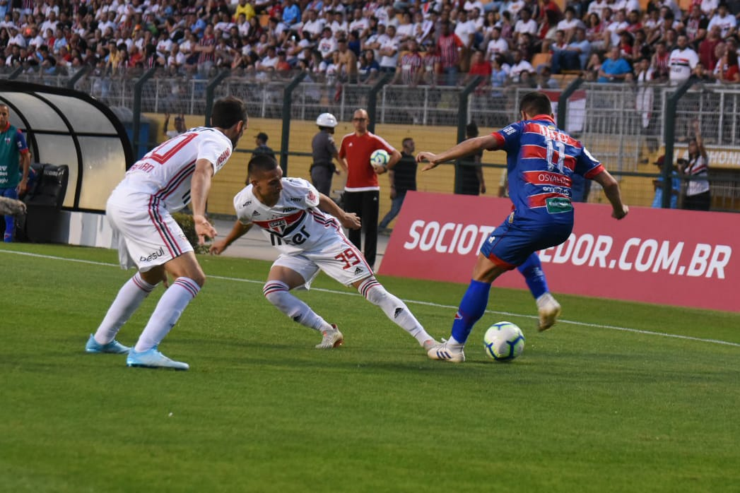 Fortaleza faz boa atuação diante do São Paulo, mas perde no Pacaembu