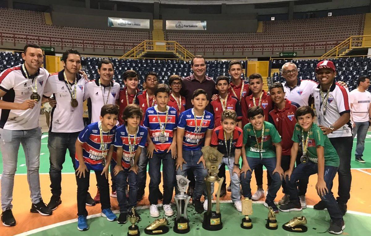 Leõezinhos recebem premiação de campeão e destaques do sub-13