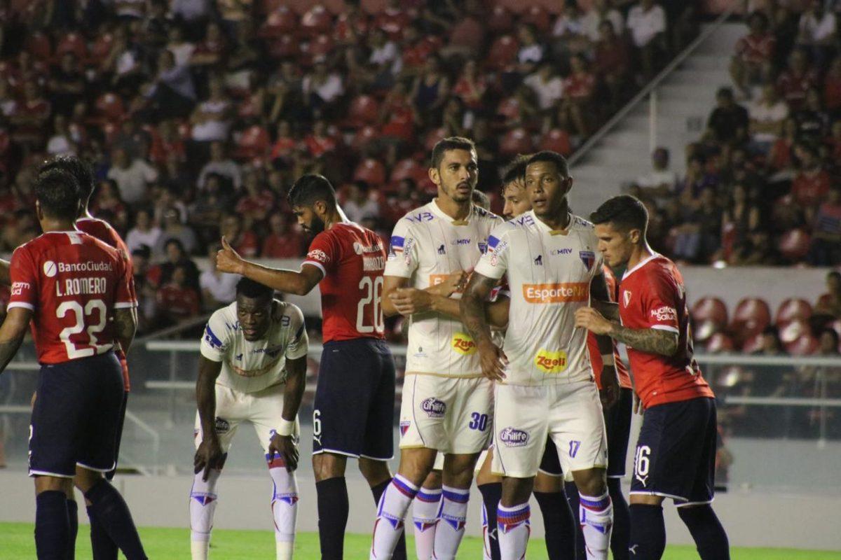 Em jogo equilibrado, Fortaleza perde para Independiente na estreia da Copa Sul-Americana