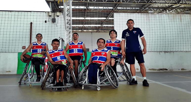 Basquete em cadeira de rodas: atletas treinam três vezes na semana com exercícios, lives e análises de jogos